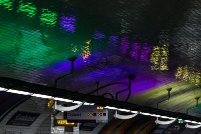 Arc en ciel en métro parisien